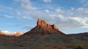 Blaue Himmel und rote Felsen Stockfotografie