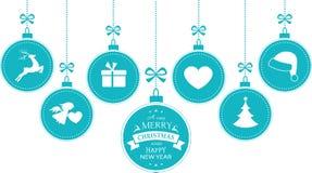 1512003 blaue hängende Flitterweihnachtssymbole Stockbild