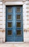 Blaue Holztür in Nizza, Frankreich Stockbild