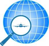 Blaue Ikone mit Flugzeug im Vergrößerungsglas Stockbild