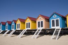 Blaue kleine Strand-Häuser Stockfotografie