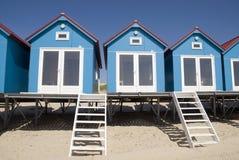 Blaue kleine Strand-Häuser Stockbilder