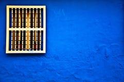 Blaue Kolonialwand stockfotos