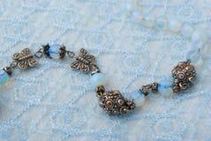 Blaue Korne auf blauer Spitze stockfoto