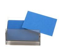 Blaue leere Visitenkarten in einem Kasten Stockfotos