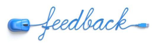 Blaue Maus und Kabel in Form des Feedbackwortes Stockfotografie
