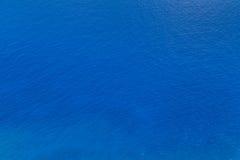 Blaue Meerwasserbeschaffenheit Lizenzfreie Stockbilder