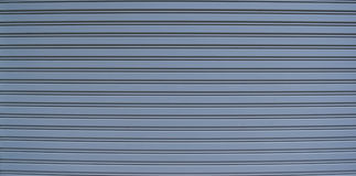 Blaue Metallwand des Büros ist nicht am Feiertag geöffnet Lizenzfreies Stockfoto