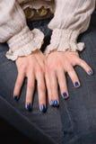 Blaue Nägel Stockbild