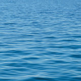 Blaue Oberfläche der Ozeanbeschaffenheit/-hintergrundes Lizenzfreies Stockfoto