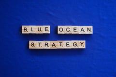 Blaue Ozean-Strategie auf Hintergrund stockbild