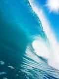 Blaue Ozean-Welle lizenzfreie stockbilder