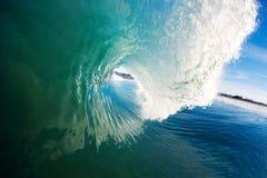 Blaue Ozean-Welle lizenzfreie stockfotografie