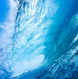 Blaue Ozean-Welle lizenzfreie stockfotos