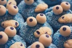 Blaue Plätzchenmonsterkleine kuchen Stockbilder