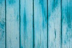 Blaue Plakettenwand der alten Scheune Strukturiert und den blauen Schmerz abziehend Stockfotos