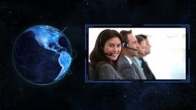 Blaue Planetenkugel, die selbst über Geschäft einschaltet stock video