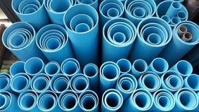 blaue Plastikfarbe des Rohres Stockfotografie