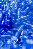 Blaue Plastikgefäße Stockbilder