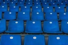 Blaue Plastiksitze Lizenzfreie Stockbilder
