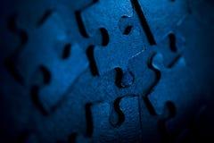 Blaue Puzzlespielteile Stockfotos