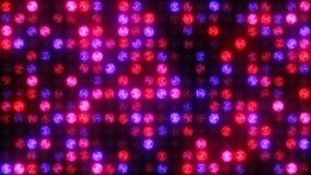 Blaue rosa und rote Lichter blitzen auf der Wand des Lichtes stock video