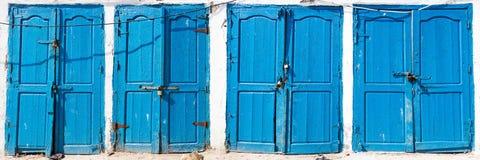 Blaue rustikale alte Tür in den Fischenspeichern in Essauoira, das PO fischt Lizenzfreies Stockbild