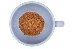 Blaue Schale Instantkaffee auf einem weißen Hintergrund Stockfotografie