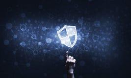 Blaue Schildikone als Symbol des Zugriffsschutzes auf dunklem Hintergrund Lizenzfreie Stockbilder