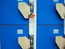 Blaue Schließfächer Lizenzfreie Stockfotos