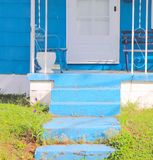 Blaue Schritte, blaues Haus lizenzfreie stockfotografie