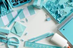 Blaue Schule und Büroartikel Lizenzfreies Stockbild