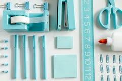 Blaue Schule und Büroartikel Lizenzfreie Stockbilder