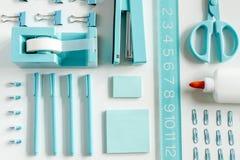 Blaue Schule und Büroartikel Stockbilder