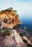 Blaue Seewelle von Mittelmeer auf türkischer Küste Stockbilder
