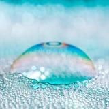 Blaue Seifen-Luftblasen stockfotografie