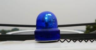 Blaue Sirenensignallampe für das Warnen, Blinklicht auf Fahrzeug, Industriedetail Stockfotografie