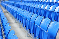 Blaue Sitze im Stadion Lizenzfreie Stockfotos