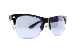 Blaue Sonnenbrillen lokalisiert stockbilder