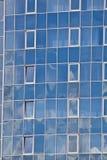 Blaue städtische Glasfenster stockbilder