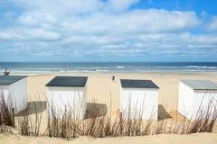 Blaue Strandhütten bei Texel Stockfoto