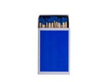 Blaue Streichholzschachtel mit dem Sicherheitsmatch lokalisiert auf weißem Hintergrund Lizenzfreies Stockfoto
