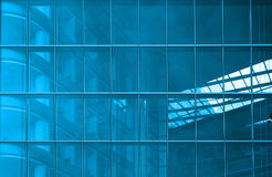 Blaue strukturelle Verglasung stockbild