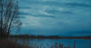 Blaue Stunde auf Fluss stock video footage