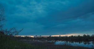 Blaue Stunde auf Fluss stock video