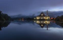 Blaue Stunde an Darul-Quran Lizenzfreie Stockfotos