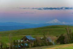 Blaue Stunde an der natürlichen Bereichs-Konserve Columbia Hills und am Nationalpark Stockfotografie