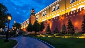 Blaue Stunde durch die der Kreml-Wände stockbilder