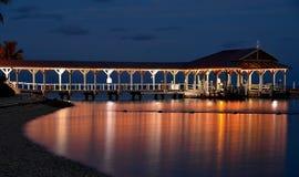Blaue Stunde entlang dem Dock Stockfotos