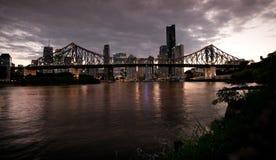 Blaue Stunde geschossen von der Geschichten-Brücke Lizenzfreies Stockbild